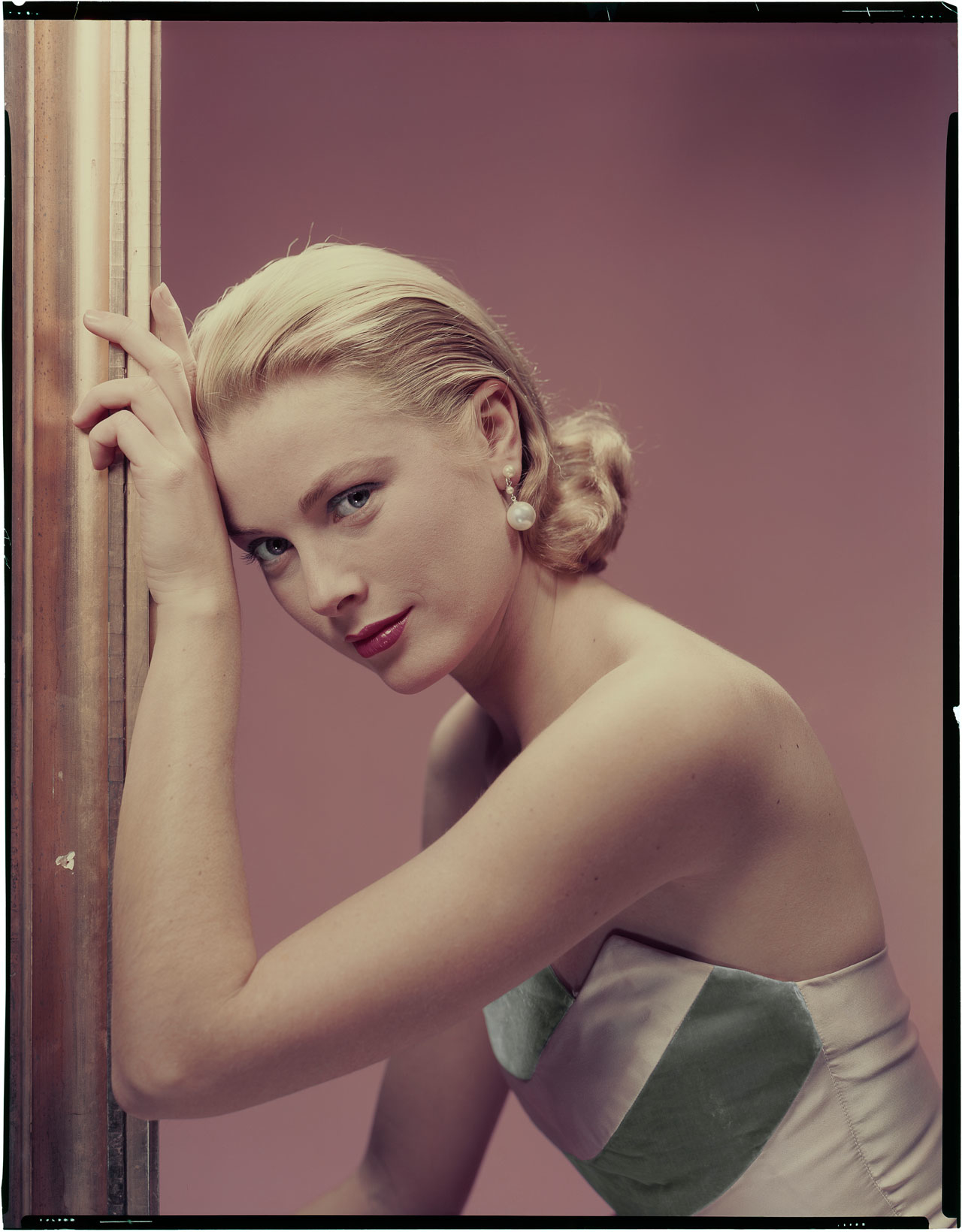 """Erwin Blumenfeld, Grace Kelly for """"The Bridges at Toko-Ri"""" directed by Mark Robson, 1954 © The Estate of Erwin Blumenfeld"""
